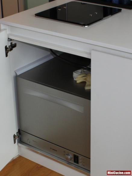 Base cucina con lavello e elettrodomestici a scomparsa 4