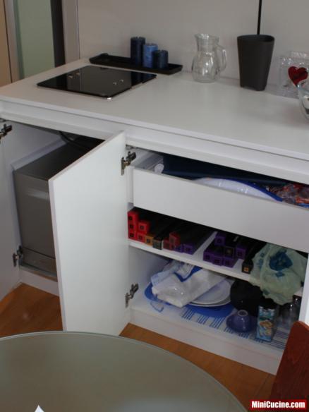 Base cucina con lavello e elettrodomestici a scomparsa 6