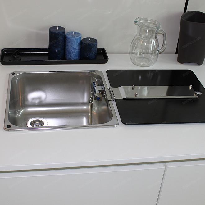 Lavello a scomparsa montato su base cucina