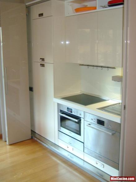 Cucina su misura a scomparsa ante a libro 2 - Cucine per ambienti piccoli ...