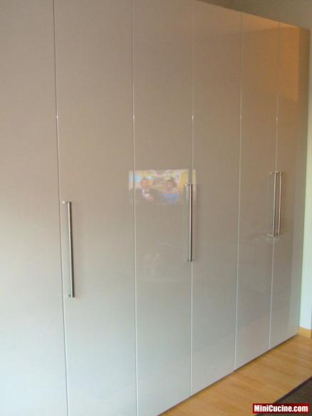 Cucina su misura a scomparsa ante a libro 4 mini cucine for Ante a serrandina su misura