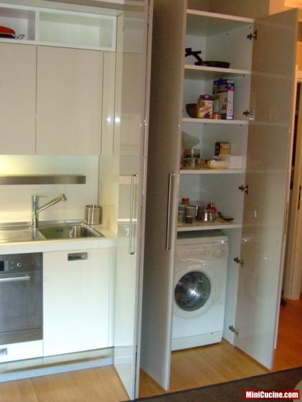 Foto cucine a scomparsa - Cucine moderne con dispensa ...