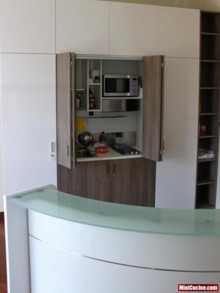 Cucina armadio aperta