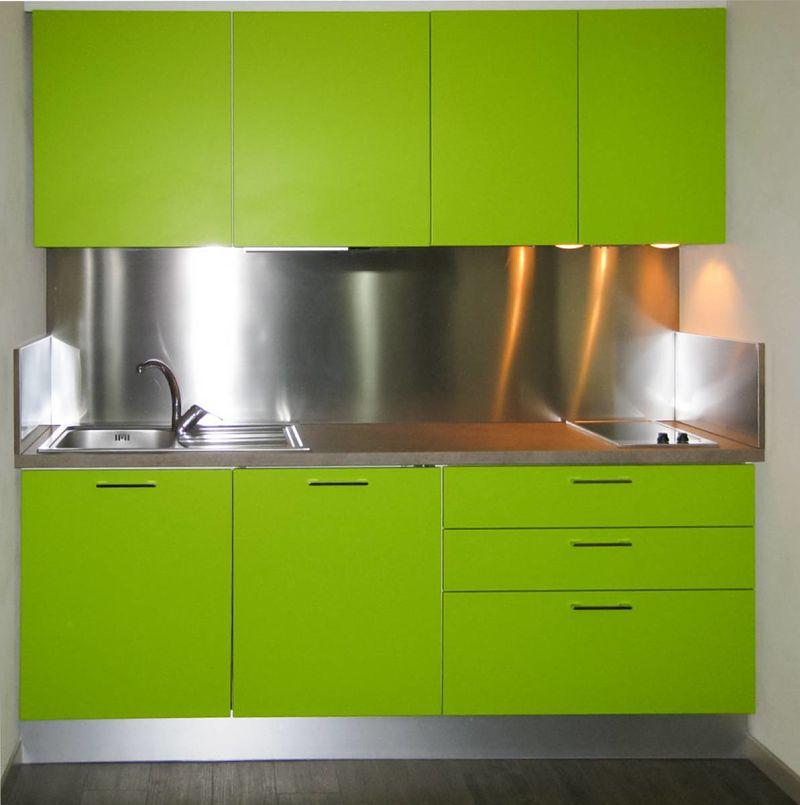 Arredare una cucina piccola mini cucine moderne per piccoli spazi - Arredare cucina piccola rettangolare ...