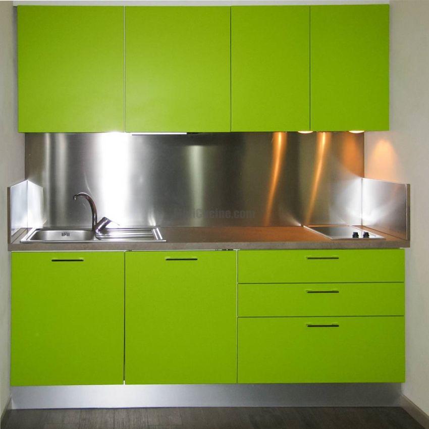 Mini cucina su misura, ante color verde