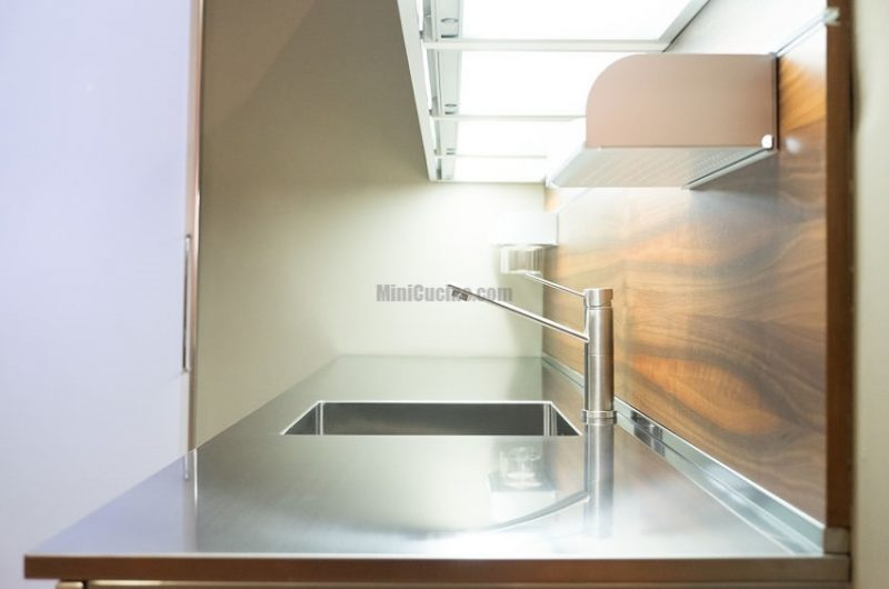 Cucine moderne piccole mini cucine moderne per piccoli spazi - Cucine piccole su misura ...