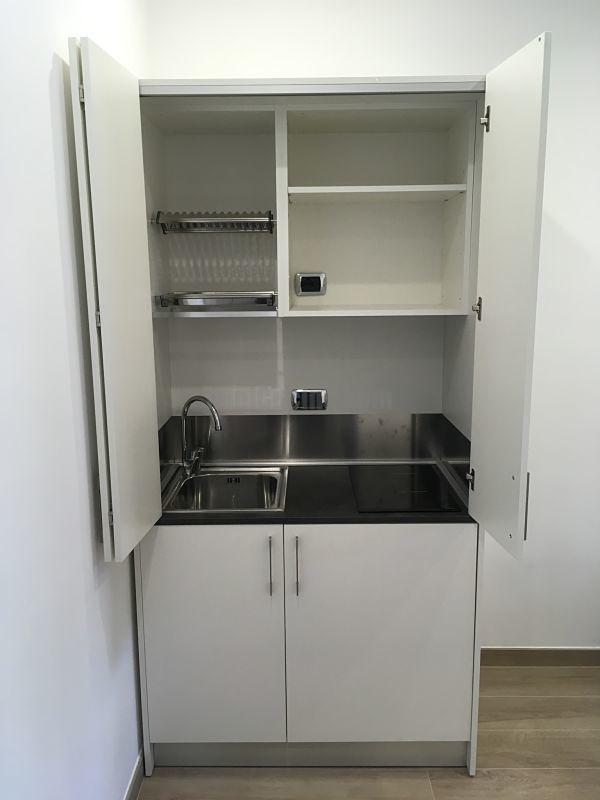 Mini Cucina a scomparsa da cm. 109, aperta - Bianca con Top Cesar Brown